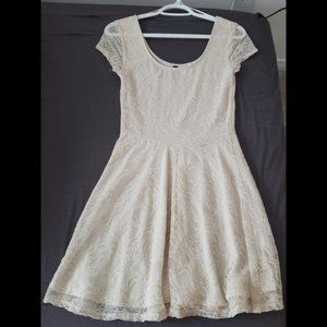 3/$25 NWOT H&M White Lace Lined Dress